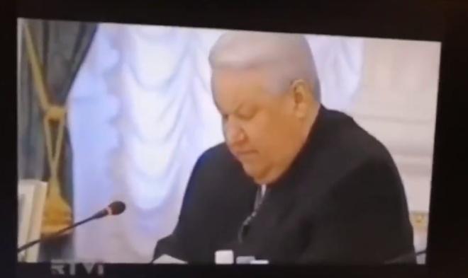 Как отвлечь Ельцина?