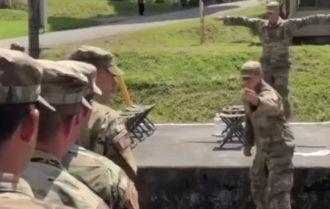 Отрабатывают посадку в вертолёт