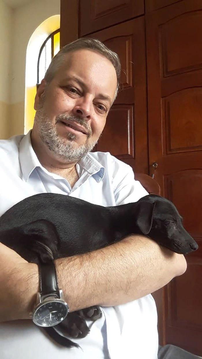 Бразильский священник спасает бездомных собак
