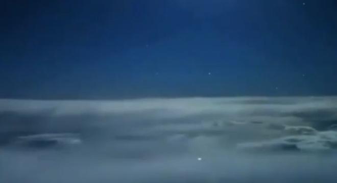Пилоты сняли ночной полет на видео