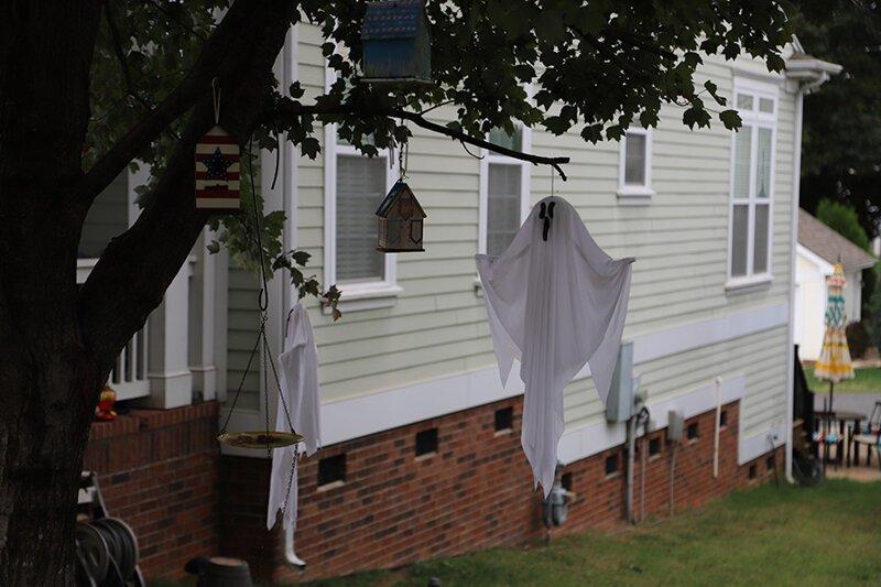 Как американцы украшают дома на Хэллоуин