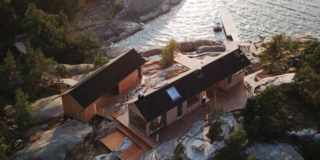 Семейная пара купила себе остров и построила там несколько домов