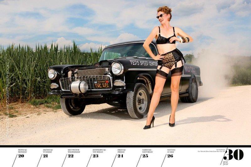 Календарь с красивыми девушками и ретро-автомобилями