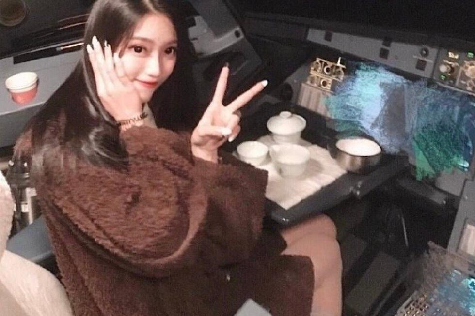Китаец позвал девушку в кабину пилота и лишился работы