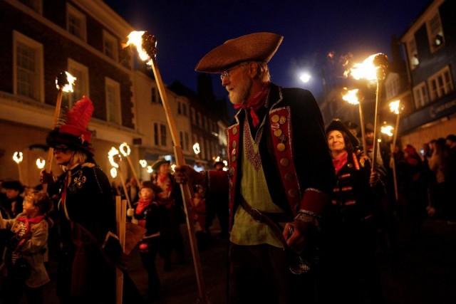 Nagy-Britannia tüzet: ahogy Guy Fawkes Night megjegyezte