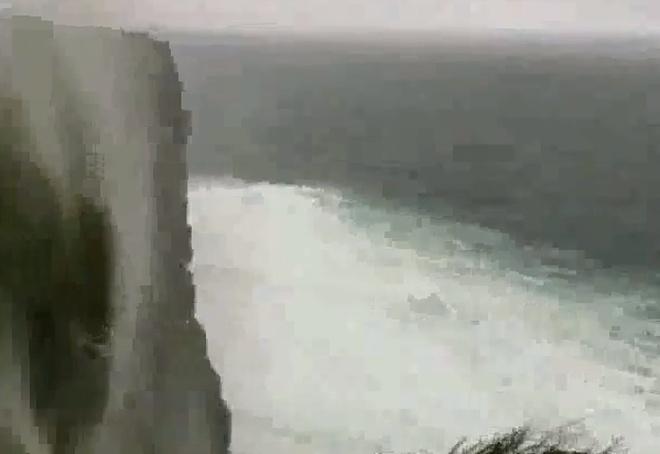 Водопад в Ирландии, который начать «течь» снизу вверх