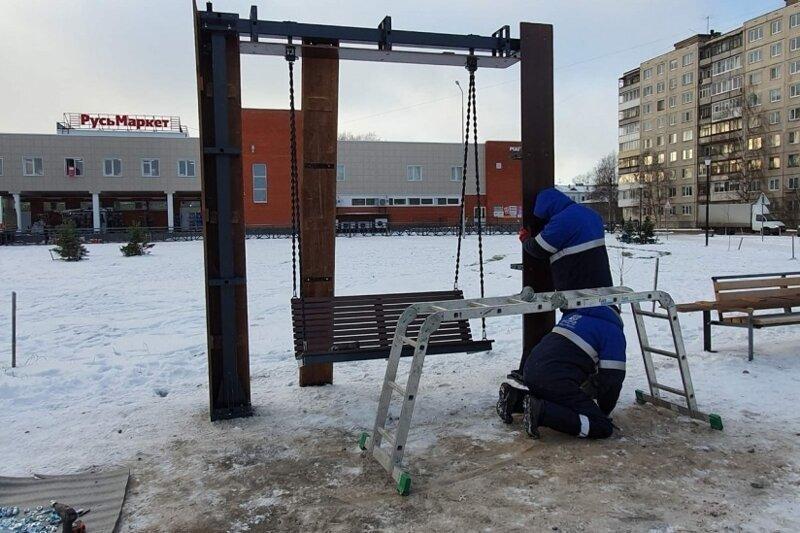 В Архангельске построили качели, на которых теперь нельзя качаться