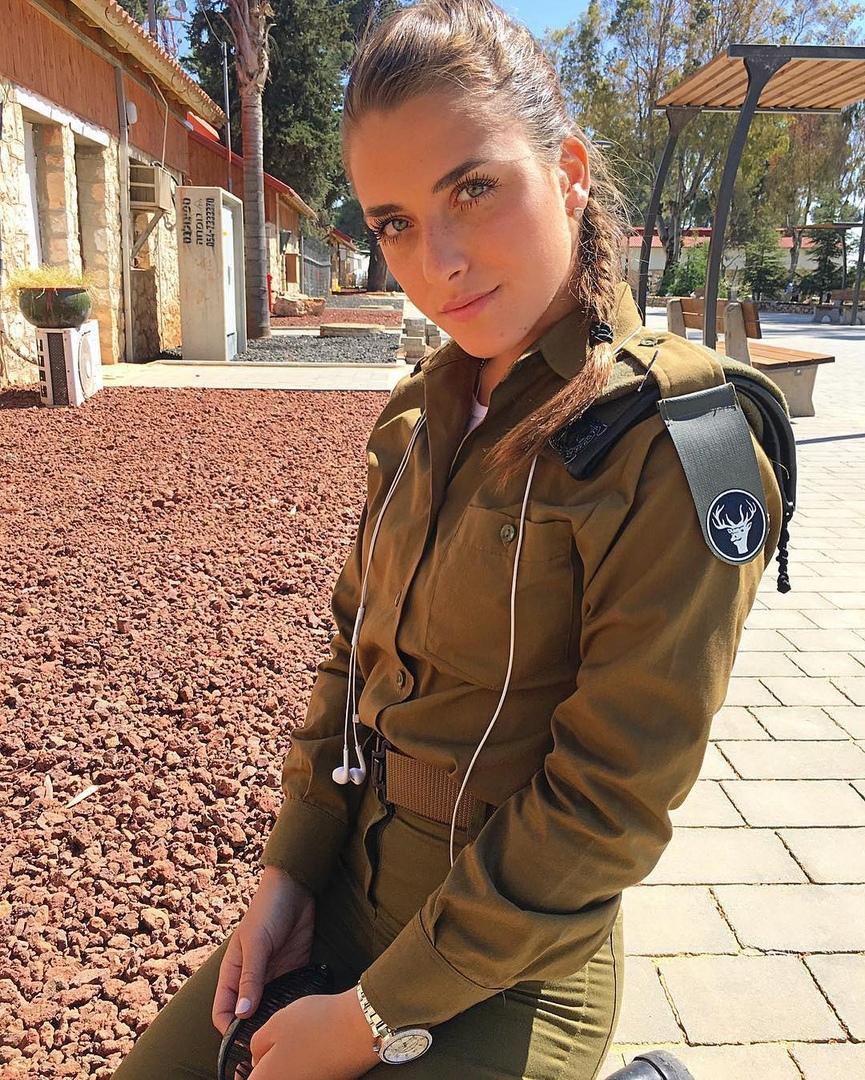 «Я на тебе, как на войне, а на войне, как на тебе»: девушки на военной службе Израиля