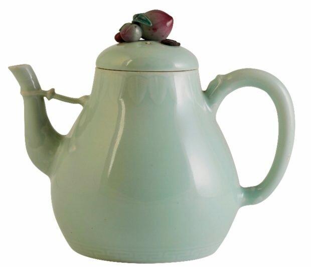 Старый фарфоровый чайник озолотил его владельца