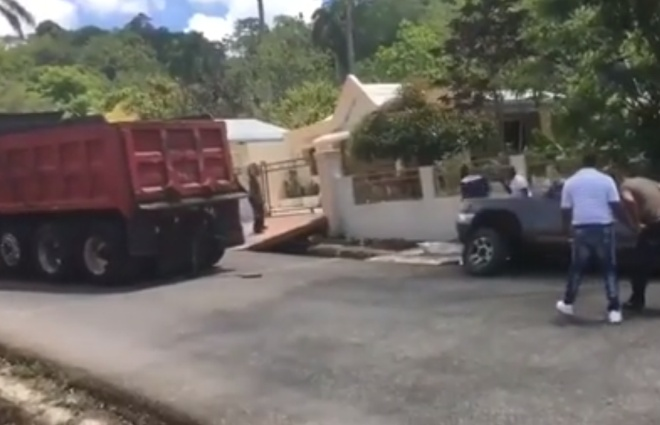 Друг в беде не бросит: помогли достать машину из кювета