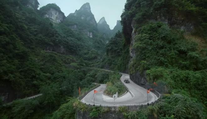 Кен Блок на 900-сильном пикапе поднялся на китайскую гору Тяньмэнь