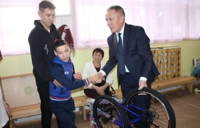 Слепому — телевизор, не ходячему — велосипед