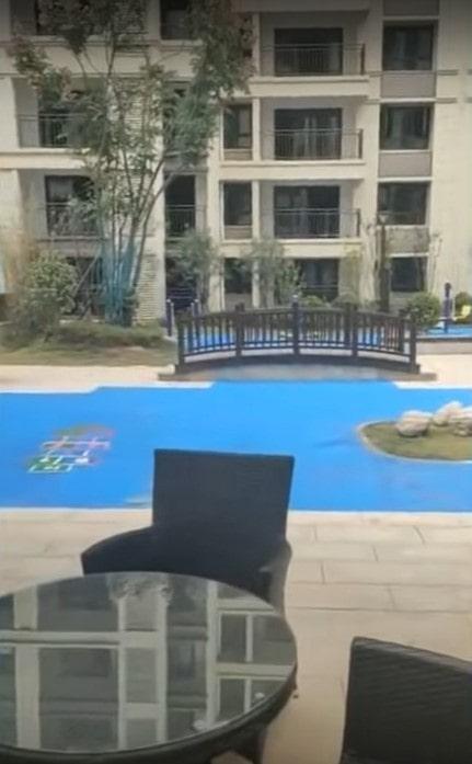 Китайский застройщик пообещал жильцам озеро, а сделал это