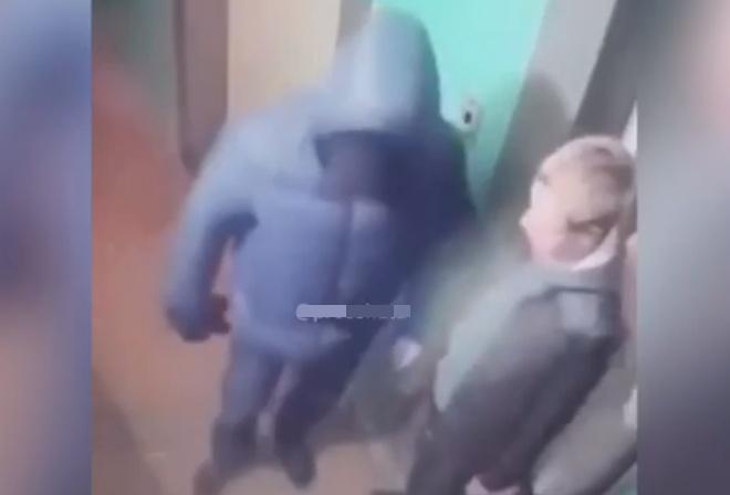 Грабитель разыграл целой представление перед случайными свидетелями