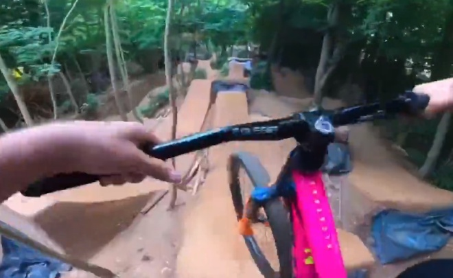Трюки на велосипеде и камера с хорошей стабилизацией