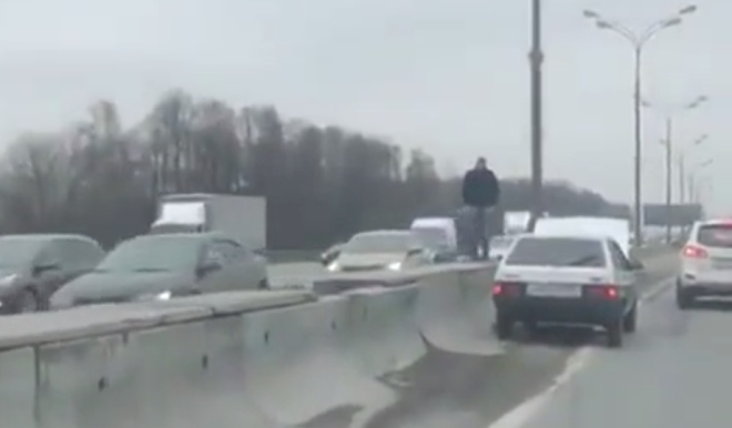 Решил завести машину с помощью молитвы