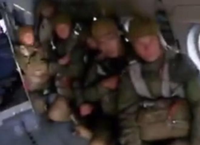 За парашютиста, у которого не раскрылся парашют, переживали все