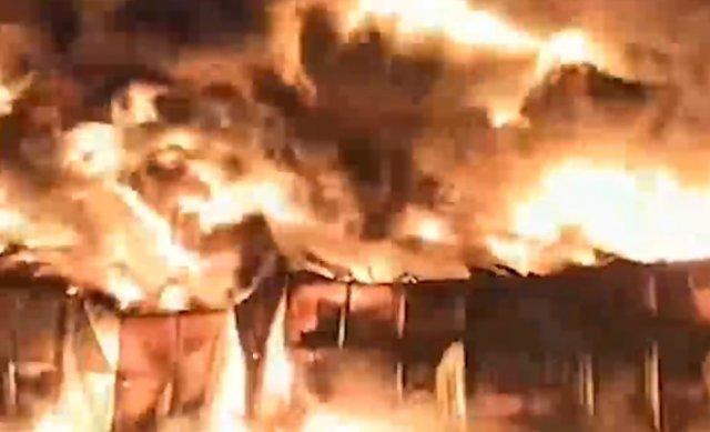 В Санкт-Петербурге загорелся огромный ангар