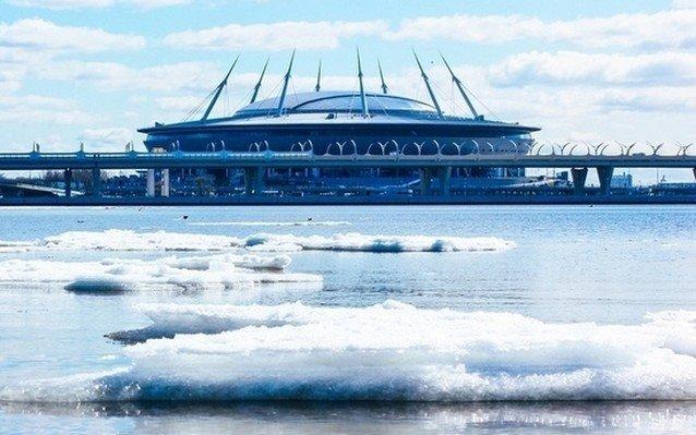 Блогер Илья Варламов внес «Газпром-Арену» в список 100 самых уродливых зданий России. Она ответила