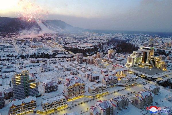 В Северной Корее состоялось торжественное открытие нового города - Самчжиена