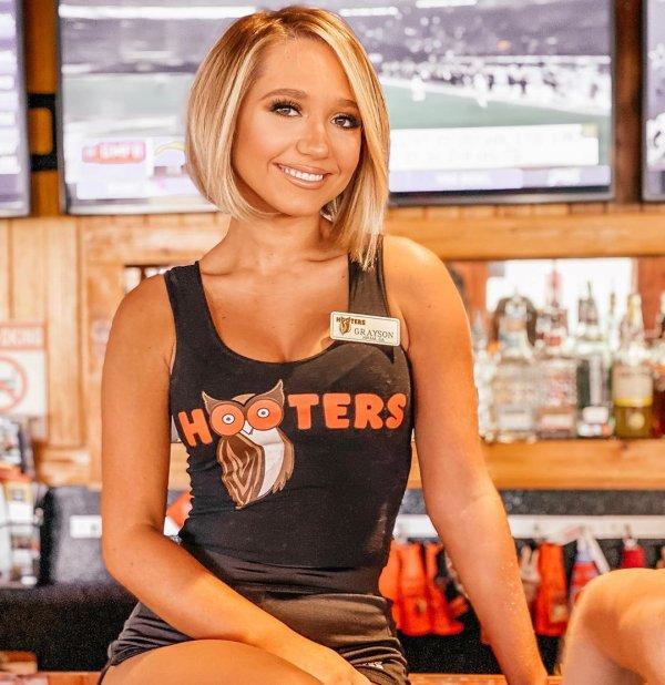 Hooters - одно из самых популярных заведений в США