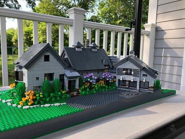 Дизайнер делает потрясающие дома из LEGO