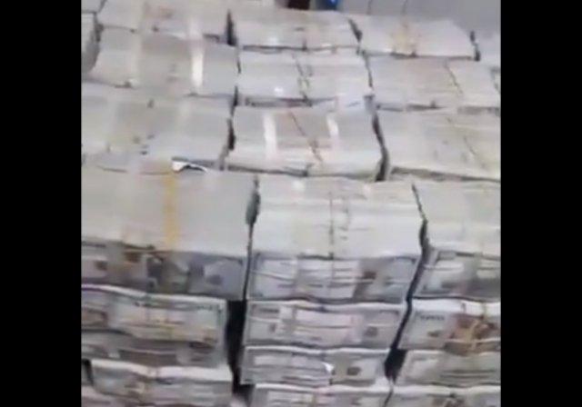 У свергнутого диктатора Судана нашли 684 миллиона долларов наличными