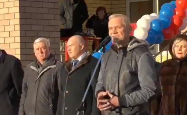 В Нижнем Новгороде депутат сделал странный подарок главе района