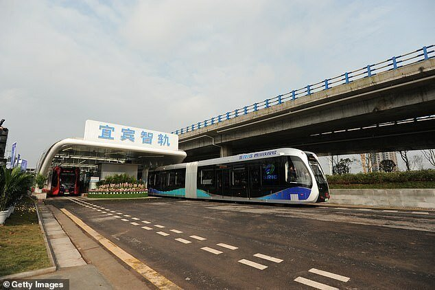 В Китае запустили поезда без рельсов