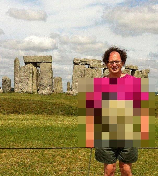 В чем Сэм Барски фотографируется на фоне достопримечательностей?
