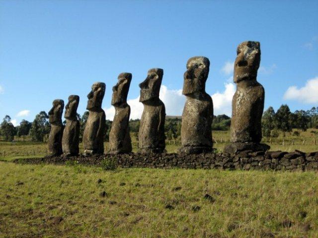 Ученые выяснили, что чего на острове Пасхи стоят каменные истуканы