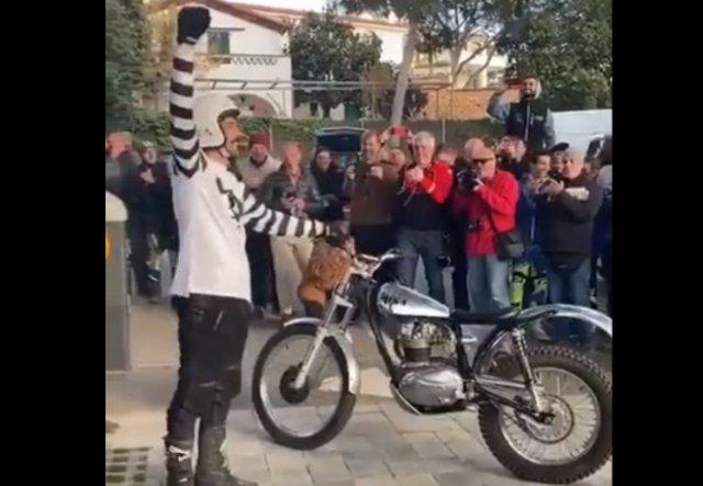 Сделал эффектное сальто на мотоцикле
