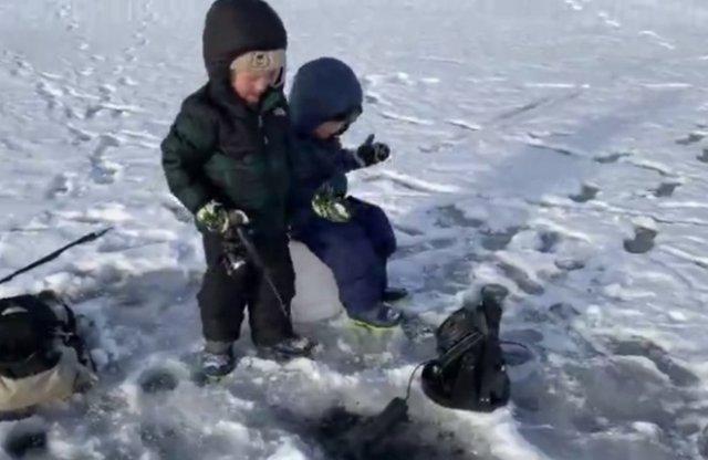 Брать детей на зимнюю рыбалку - не лучшая идея