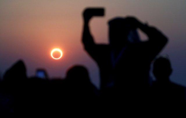 Кольцеобразное солнечное затмение