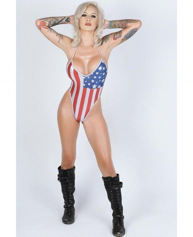 В армии эту девушку называли «боевой Барби»