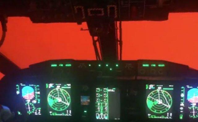 Пилоты ВВС Австралии показали полет на полыхающем юго-востоке страны