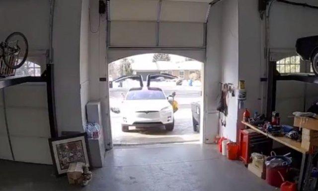 Не очень удачный заезд в гараж