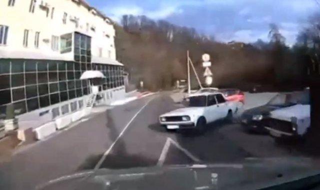 Слишком уверенный выезд с парковки на