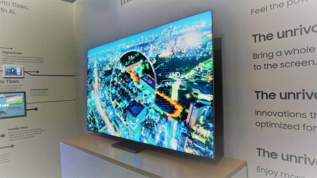 Безрамочный телевизор Samsung Q950TS 8K QLED TV