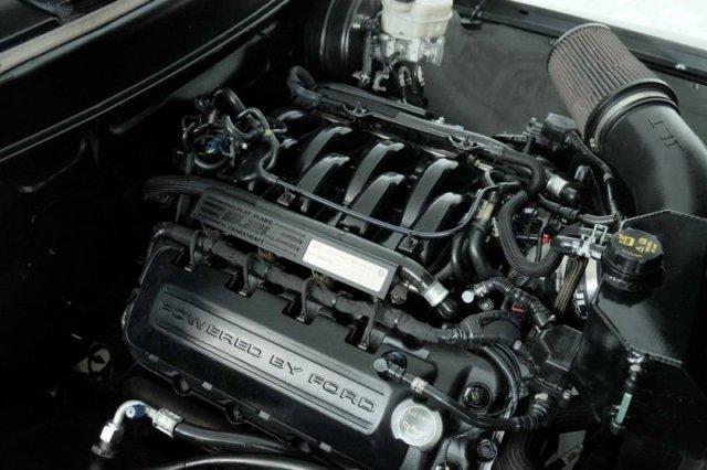 Ford 1956, в который установили двигатель от современного Mustang