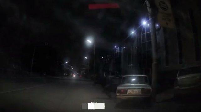 Дети решили покататься на машине