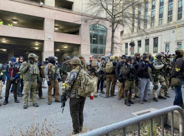 В США 22 тысячи американцев вышли на улицы Ричмонда с оружием