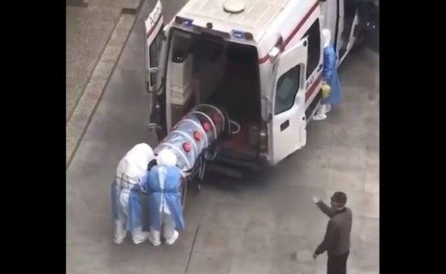 В Китае уже девятый человек погиб от нового коронавируса — вирус добрался до США