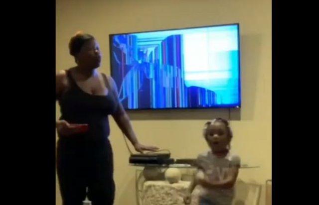 Дети решили разыграть мать, купившую новый телевизор, но все пошло не по плану