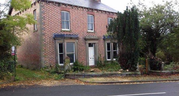 Семья из Великобритании купила заброшенный особняк и превратила его в дом мечты