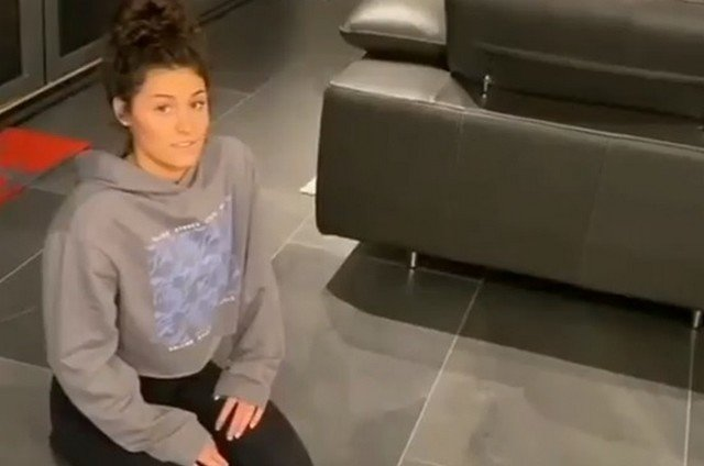 Девушка запустила новый челлендж: почувствуй себя гусеницей