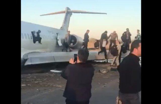 В Иране пассажирский самолет выкатился на городскую улицу