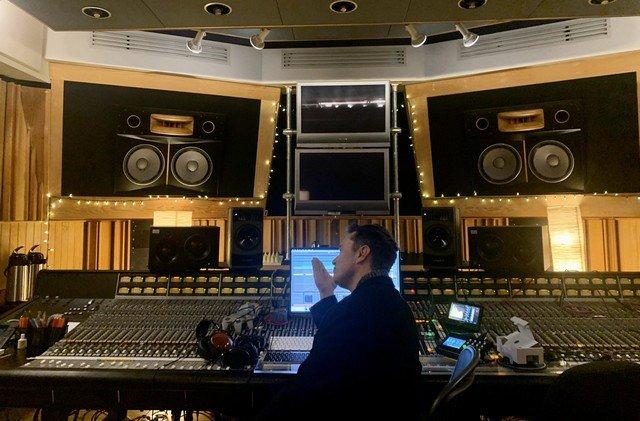 Илон Маск записал первую танцевальную композицию