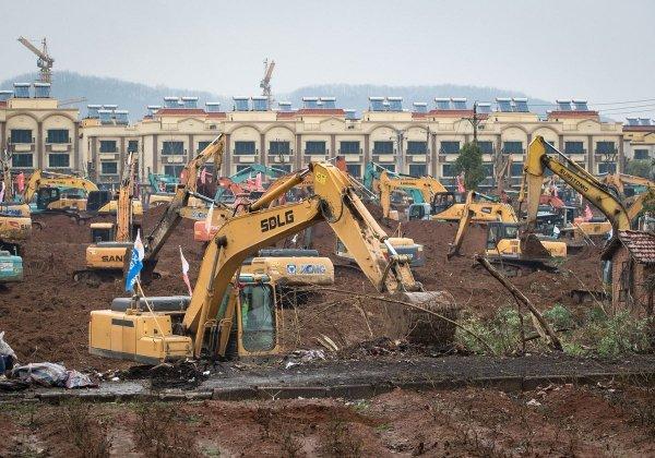 Успеть за 10 дней: в Ухани построили больницу на 1000 мест