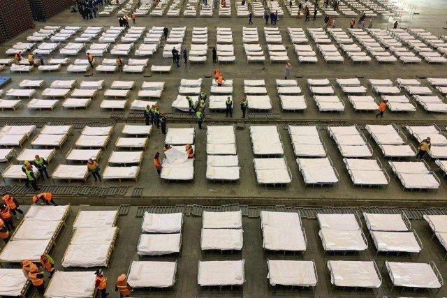 В Ухани помещения гимназий и выставочных центров переоборудуют под госпитали